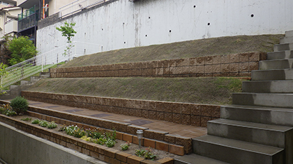 大阪庭作り芝張り後