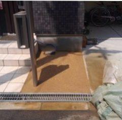 大阪庭作り固まる土作業中